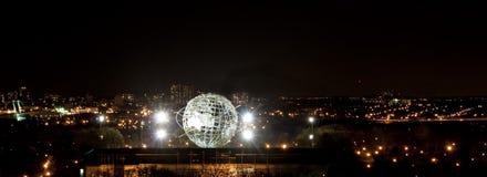 Unisphere iluminado no parque da corona Imagens de Stock