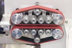 Unità alta vicina dell'alimentatore di cavo automatico che misura tagliando macchina di piegatura di spogliatura per lavoro indus fotografie stock libere da diritti