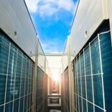 Unità del condensatore utilizzata nei sistemi di condizionamento d'aria centrali - riscaldi la e fotografia stock