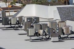 Unità di condizionamento d'aria multiple del tetto fotografie stock libere da diritti