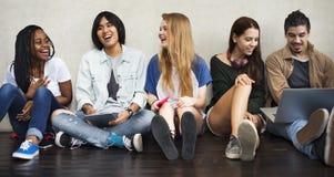 Unità di conversazione Conce di spettacolo di musica di amicizia della gente Fotografia Stock Libera da Diritti
