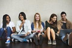 Unità di conversazione Conce di spettacolo di musica di amicizia della gente Fotografia Stock