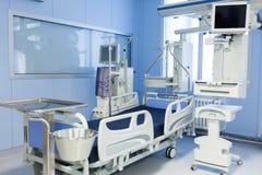 Unità di cure intensive con il dispositivo di dialisi Fotografia Stock