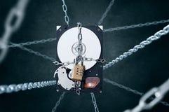 Unità disco dura incatenata con il lucchetto di combinazione Fotografie Stock