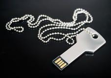Unità USB a forma di chiave Fotografie Stock Libere da Diritti