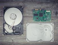 Unité de disque dur démontée sur la table Images stock
