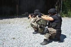 Unité de police spéciale dans la formation Photo stock
