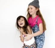 Unité de sourire S d'amitié de bonheur d'amies d'enfants Photographie stock