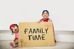 Unité de temps de famille partageant le concept de appartenance d'amour Images libres de droits