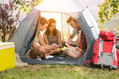 Unité de vacances de loisirs d'amitié d'amis - concept d'amusement Photo libre de droits