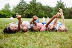 Unité interraciale d'exposition d'enfants Images stock