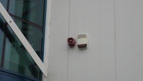 Unités d'alarme du feu et d'efraction sur le bâtiment clips vidéos