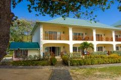 Unités d'hôtel à la plage d'amitié, Bequia Photos stock