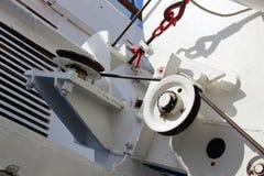 Unités du mécanisme de lancement de bateau sur le bateau Image libre de droits