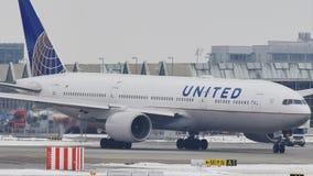 United Airlines делая такси в авиапорте Мюнхена, MUC
