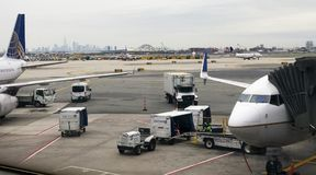 United Airlines-Anschluss in Newark Liberty International Airport stockbilder