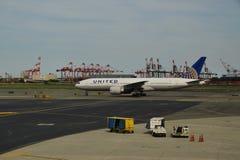 United Airlines aplana em Newark Liberty International Airport Imagem de Stock Royalty Free