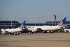 United Airlines aplana na porta no aeroporto internacional de O'Hare em Chicago Imagem de Stock Royalty Free