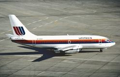 United Airlines Boeing β-737 στο διεθνή αερολιμένα του Λος Άντζελες μετά από μια πτήση από το Σαν Φρανσίσκο Στοκ φωτογραφίες με δικαίωμα ελεύθερης χρήσης