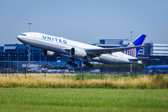 United Airlines Boeing 77 Arkivbild