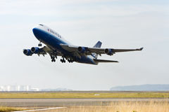 United Airlines Boeing 747 taking off. United Airlines Boeing 747 jet airliner taking off Stock Images