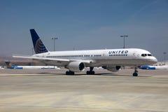 United Airlines Boeing 757 imágenes de archivo libres de regalías