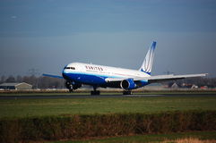 United Airlines Boeing 767 Imágenes de archivo libres de regalías
