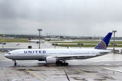 United Airlines Boeing 777 Stock Photography
