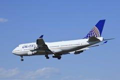 United Airlines Boeing 747-422, atterrissage de N118UA dans Pékin, Chine Images libres de droits