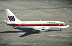 United Airlines Boeing B-737 no aeroporto internacional de Los Angeles após um voo de San Francisco Fotos de Stock Royalty Free