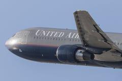 United Airlines Boeing 767 décollant de l'aéroport international de Los Angeles Photographie stock
