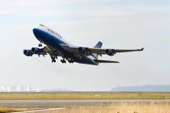 United Airlines Boeing die 747 opstijgt stock afbeeldingen