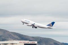 United Airlines Boeing 747 flygplan Fotografering för Bildbyråer