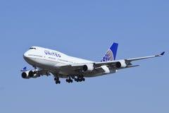 United Airlines Boeing 747-422, N118UA-landning i Peking, Kina Arkivbild