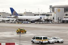 United Airlines Boeing 747 no aeroporto Foto de Stock Royalty Free
