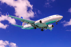 United Airlines jet. United Airlines Boeing 737-700 on low approach under blue skies Stock Image