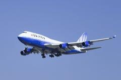 United Airlines N178UA, Boeing 747-422 che atterra a Pechino, Cina Fotografie Stock Libere da Diritti