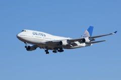 United Airlines N174UA, Boeing 737-400 que aterram no Pequim, China Fotografia de Stock Royalty Free