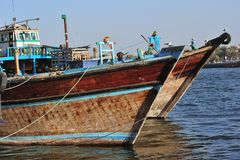 United Arab Emirates: Barcos de Dubai na angra fotografia de stock