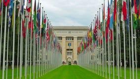 United Nations que constroem com bandeiras, Genebra, Suíça, zumbem dentro, 4K vídeos de arquivo