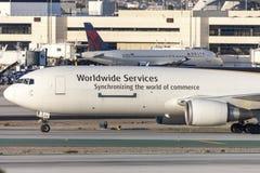 United Parcel Service UPS Boeing 767 aviões da carga no aeroporto internacional de Los Angeles Foto de Stock