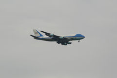 United States Air Force One aircraft carrying President of the United States Barack Obama descending for landing at JFK Airport Royalty Free Stock Photography