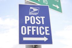 United States Post Office Sign. A sign points to a full service facility of the United States Post Office Royalty Free Stock Images