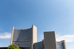 Uniteden Nations som bygger i Wien Österrike med mer himmel royaltyfria foton