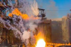 Universal Studio Nawadniają światu ogienia przedstawienia fajerwerki i dym Zdjęcie Royalty Free