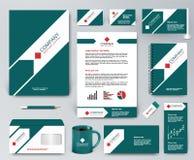 Universele groene brandmerkende ontwerpuitrusting met pijl en rode elementen Royalty-vrije Stock Foto's