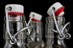 Universele sluiting van een drankfles Luchtdichte GLB-het sluiten tra stock foto's