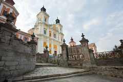 Universidad anterior de la jesuita en la ciudad de Kremenets (Ucrania). Foto de archivo libre de regalías