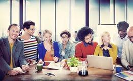 Universidad de los estudiantes que aprende concepto de la comunicación Imagen de archivo