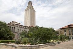 Universidad de Texas en el interior del campus de Austin imagen de archivo